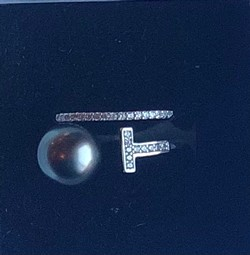 Single Pearl Ring - 18 T